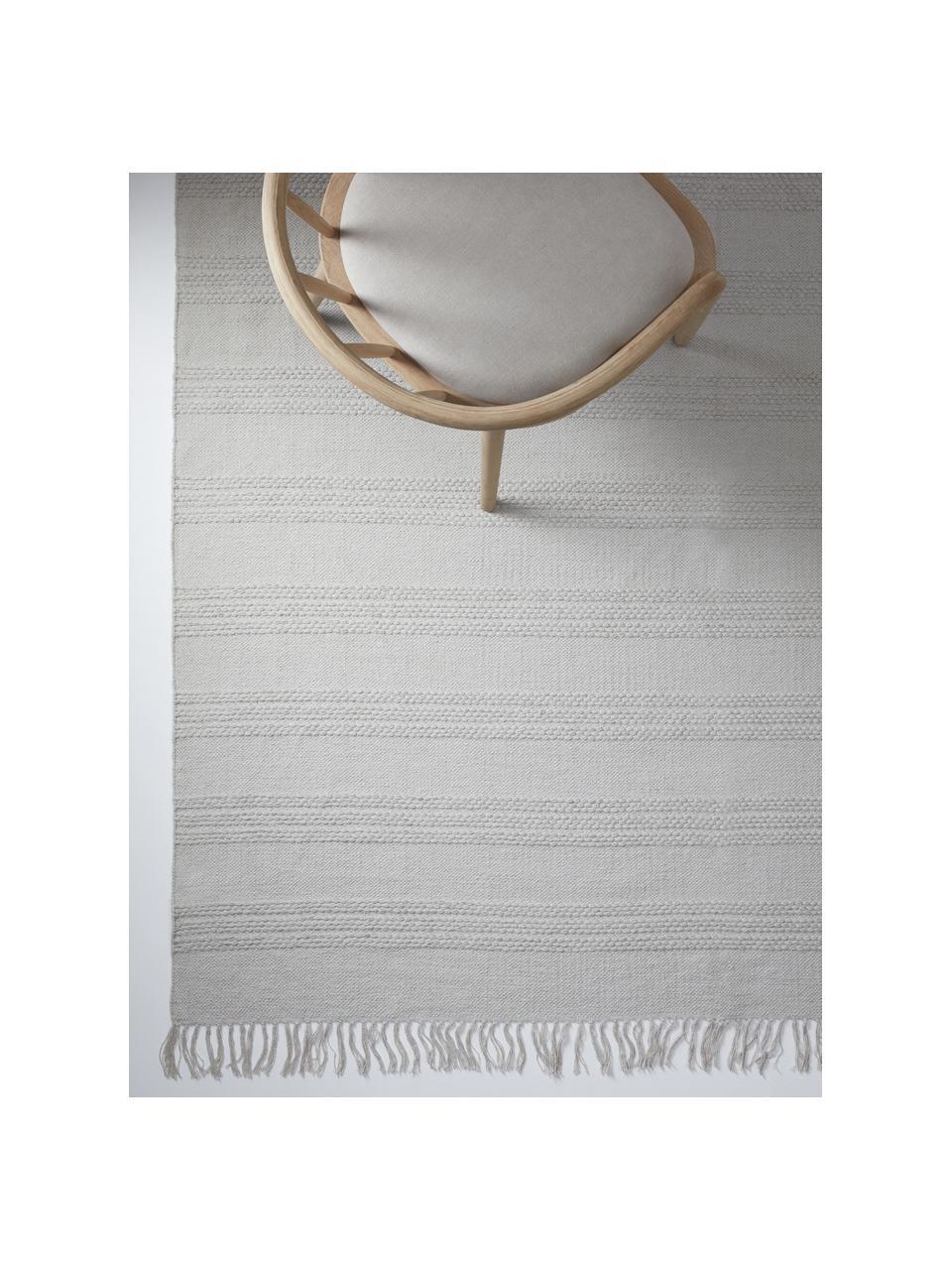 Tapis plat en coton gris à franges Tanya, Gris clair