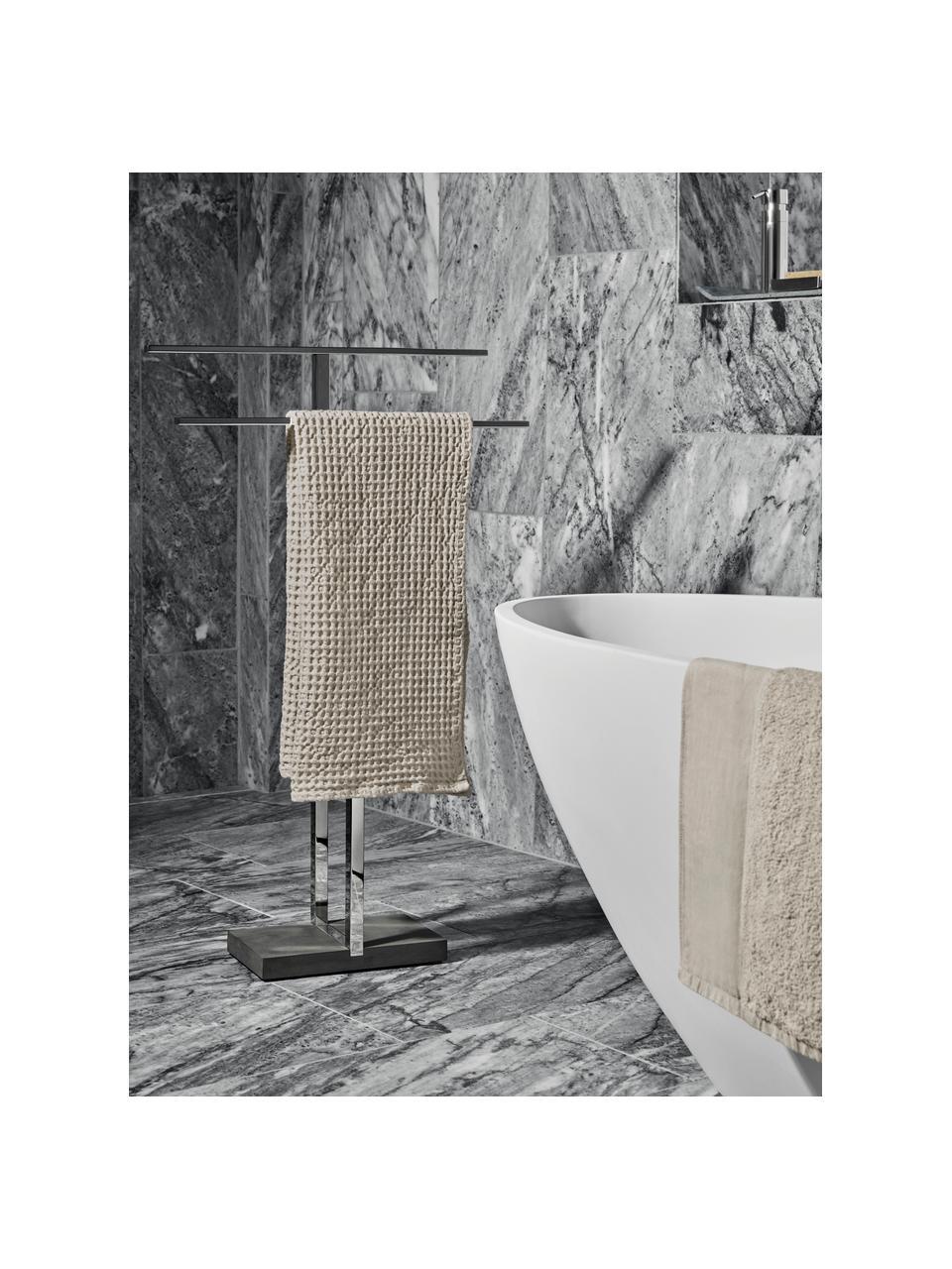 Handtuchhalter Menoto aus Metall, Halter: Rostfreier Stahl, Sockel: Kunststein, Schwarz, Silberfarben, glänzend, 50 x 86 cm