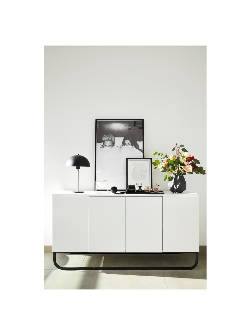 Klassiek dressoir Sanford in wit met deuren, Frame: gelakt MDF, Poten: gepoedercoat metaal, Wit, zwart, 160 x 83 cm