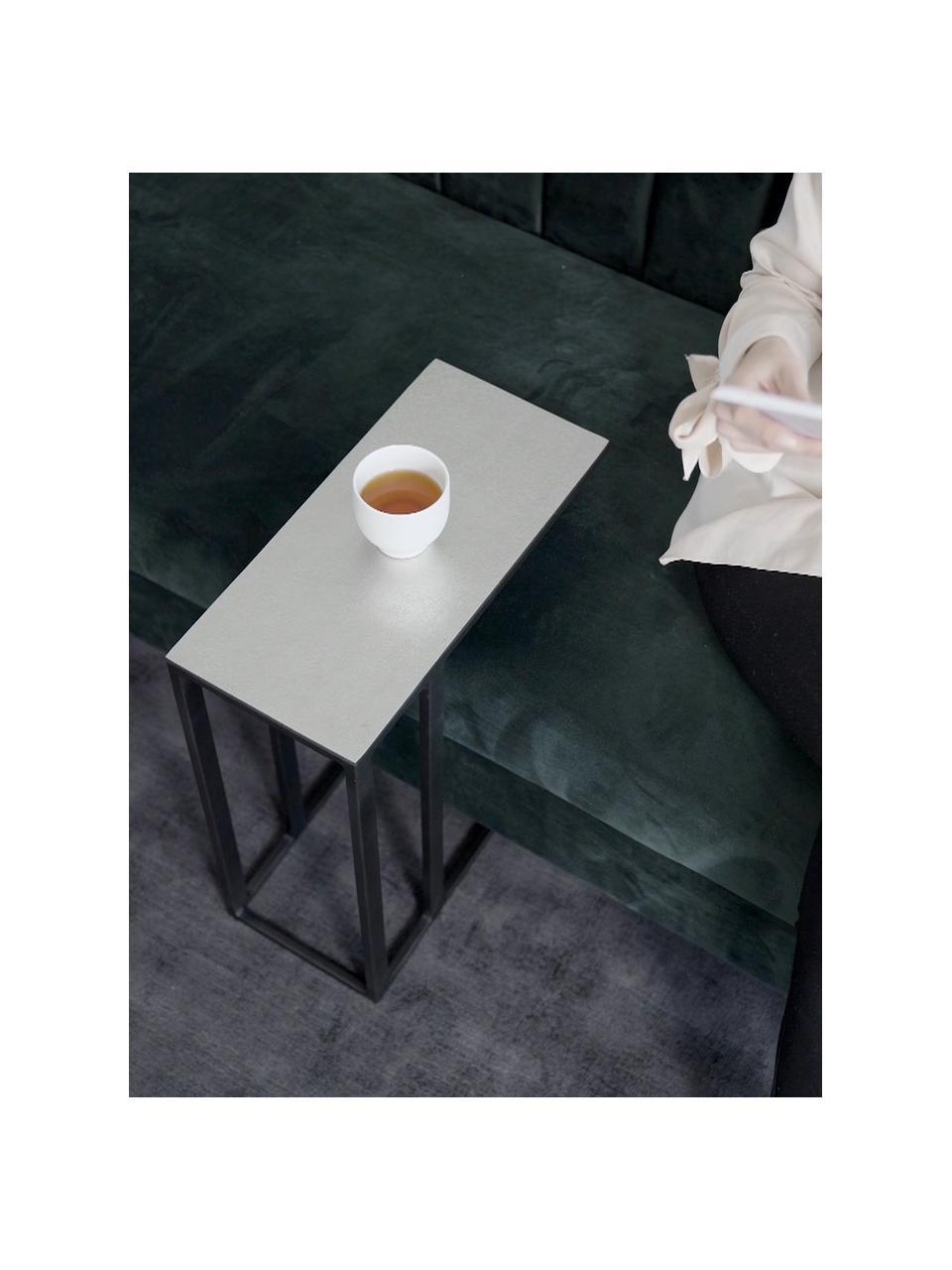 Beistelltisch Edge im Industrial Design, Tischplatte: Metall, beschichtet, Gestell: Metall, pulverbeschichtet, Tischplatte: Silberfarben mit Antik Finish Gestell: Schwarz, matt, 45 x 62 cm
