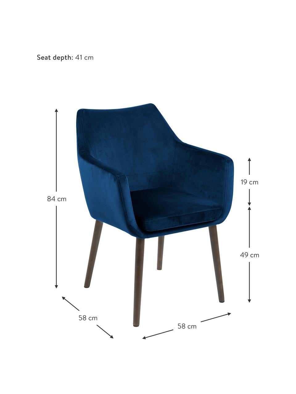 Krzesło z podłokietnikami z aksamitu Nora, Tapicerka: aksamit poliestrowy Dzięk, Nogi: drewno dębowe, bejcowane , Aksamitny ciemny niebieski, ciemny brązowy, S 58 x G 58 cm