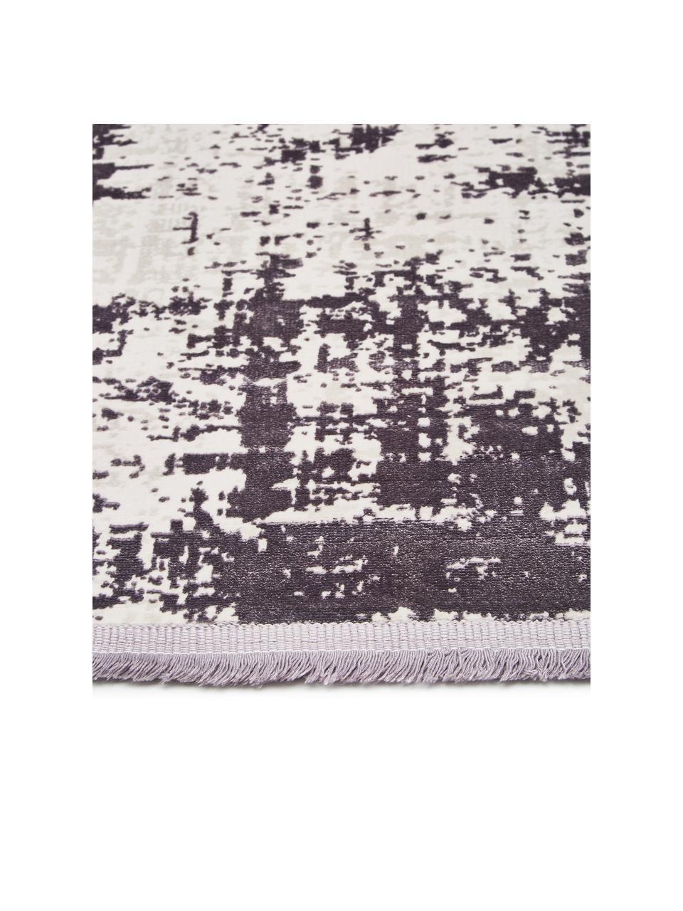 Glanzend vloerkleed Cordoba in grijstinten met franjes, vintage stijl, Bovenzijde: 70% acryl, 30% viscose, Onderzijde: 100% katoen, Grijstinten met lichte lilatint, B 130 x L 190 cm (maat S)