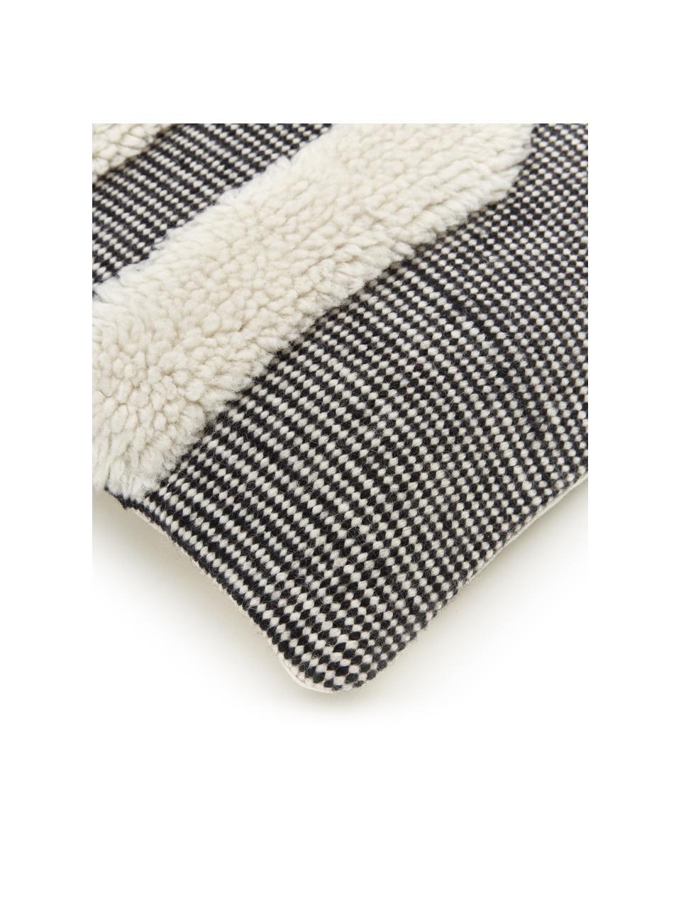 Handgewebte Kissenhülle Laine in Schwarz/Cremeweiß mit kuschligem Muster, Vorderseite: 90% Wolle, 10% Baumwolle, Rückseite: 100% Baumwolle, Schwarz, 45 x 45 cm