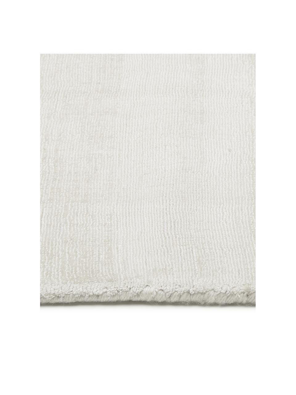 Tappeto in viscosa color avorio tessuto a mano Jane, Retro: 100% cotone, Color avorio, Larg. 120 x Lung. 180 cm (taglia S)