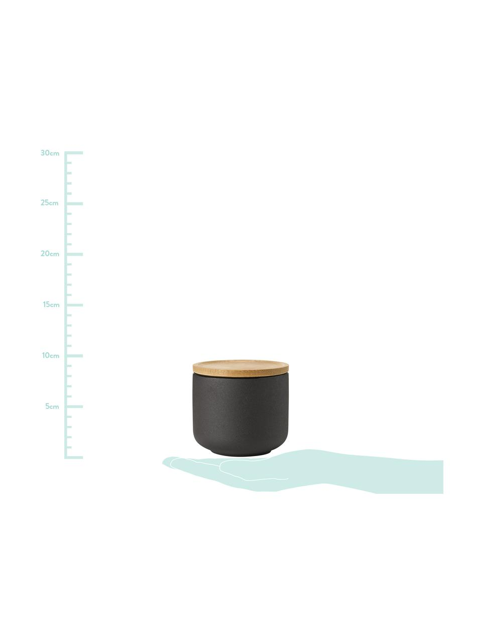 Becher Theo in Schwarz mit Deckel/Untersetzer, Becher: Feinsteinzeug, Deckel: Bambus, Schwarz, Ø 9 x H 9 cm