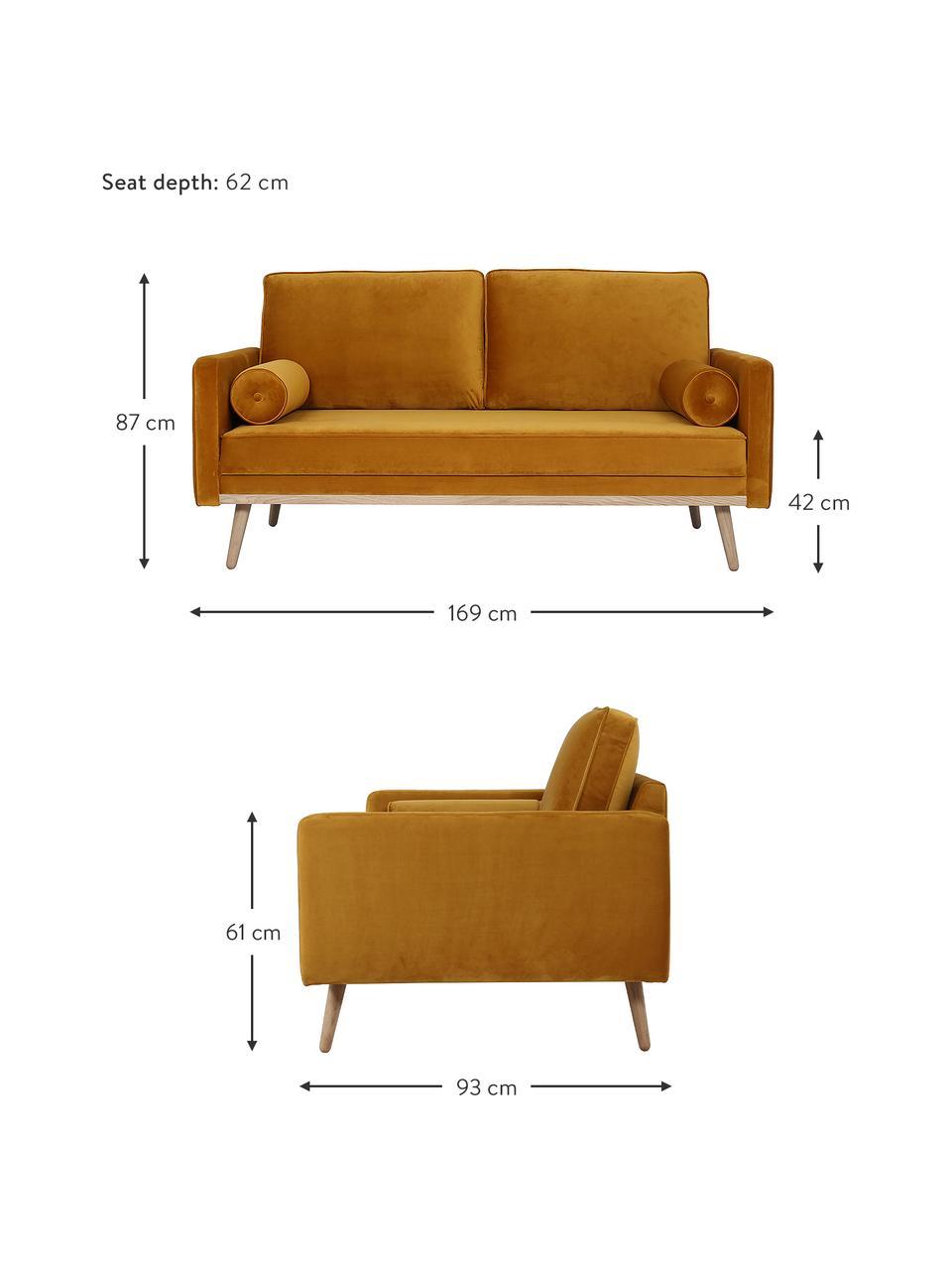 Samt-Sofa Saint (2-Sitzer) in Senfgelb mit Eichenholz-Füßen, Bezug: Samt (Polyester) Der hoch, Gestell: Massives Eichenholz, Span, Samt Senfgelb, B 169 x T 87 cm