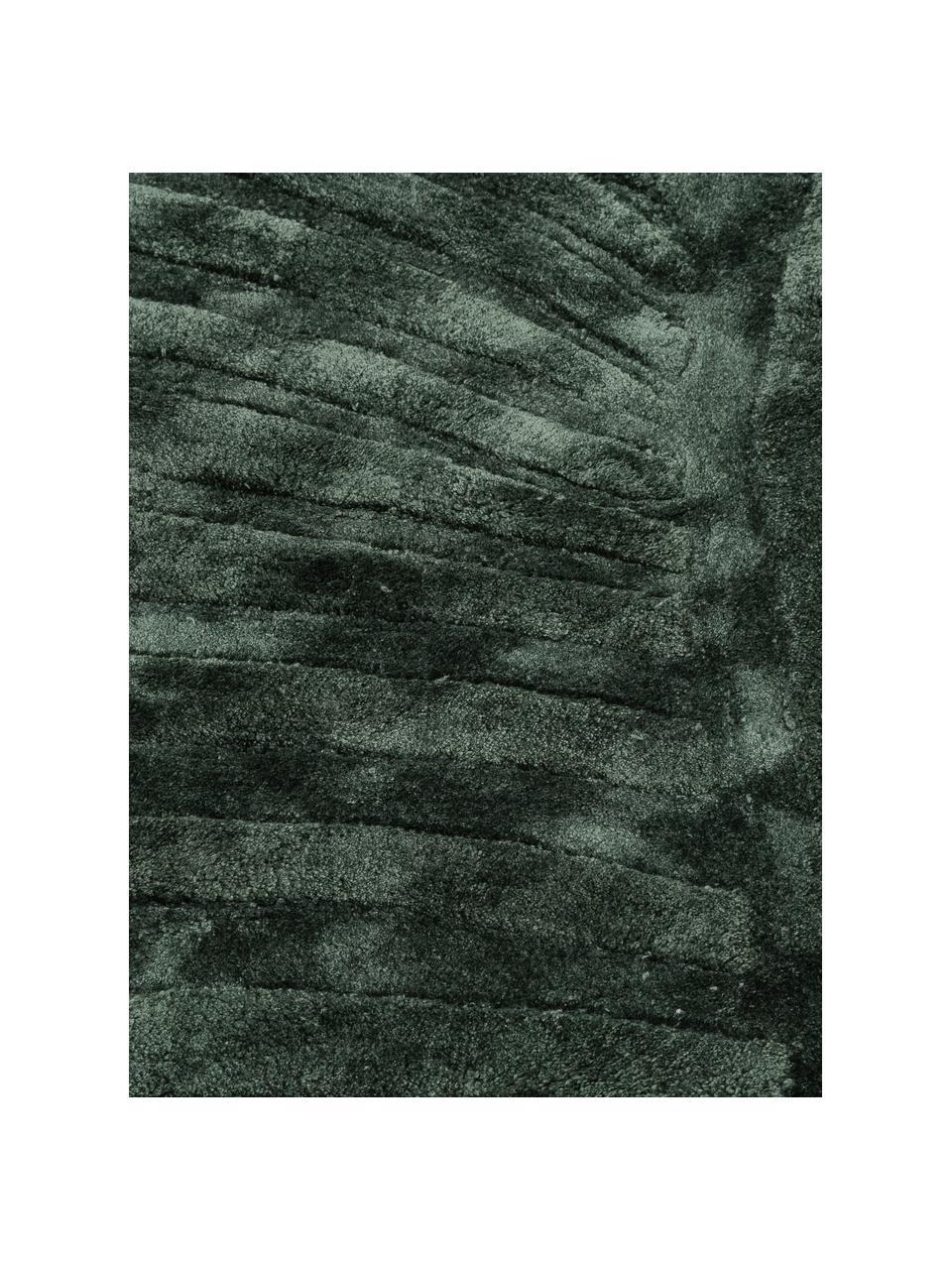 Handgetuft viscose vloerkleed Bloom in donkergroen met patroon, Bovenzijde: 100% viscose, Onderzijde: 100% katoen, Donkergroen, B 120 x L 180 cm (maat S)