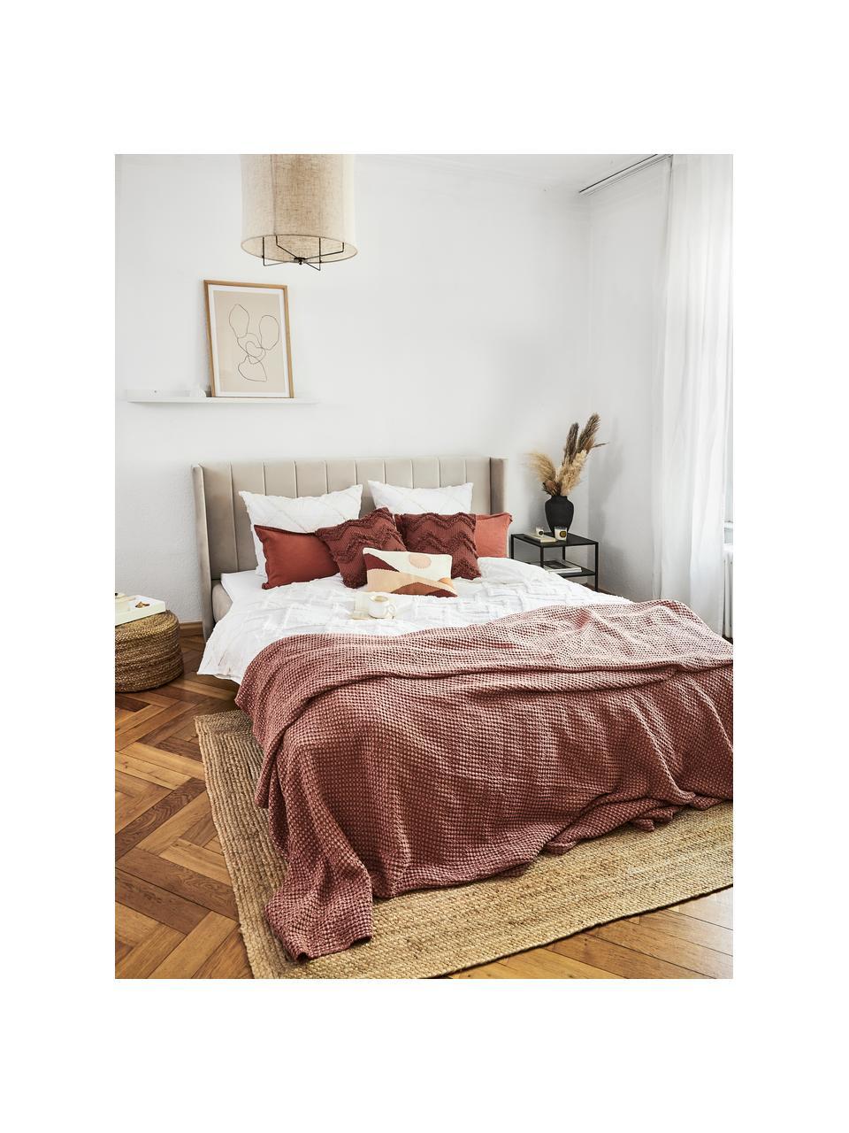Gestoffeerd bed Dusk in beige, Frame: massief grenenhout en pla, Bekleding: fijn gestructureerde gewe, Poten: gepoedercoat metaal, Geweven stof donker beige, 200 x 200 cm
