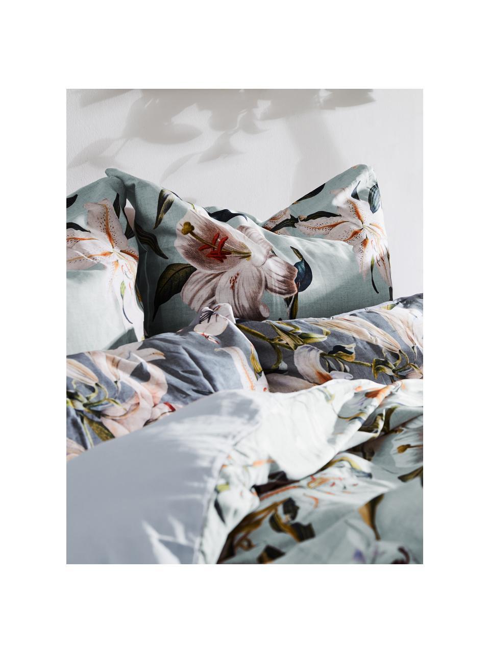 Baumwollsatin-Bettwäsche Flori in Grau mit Blumen-Print, Webart: Satin Fadendichte 210 TC,, Vorderseite: Blau, CremeweißRückseite: Blau, 240 x 220 cm + 2 Kissen 80 x 80 cm