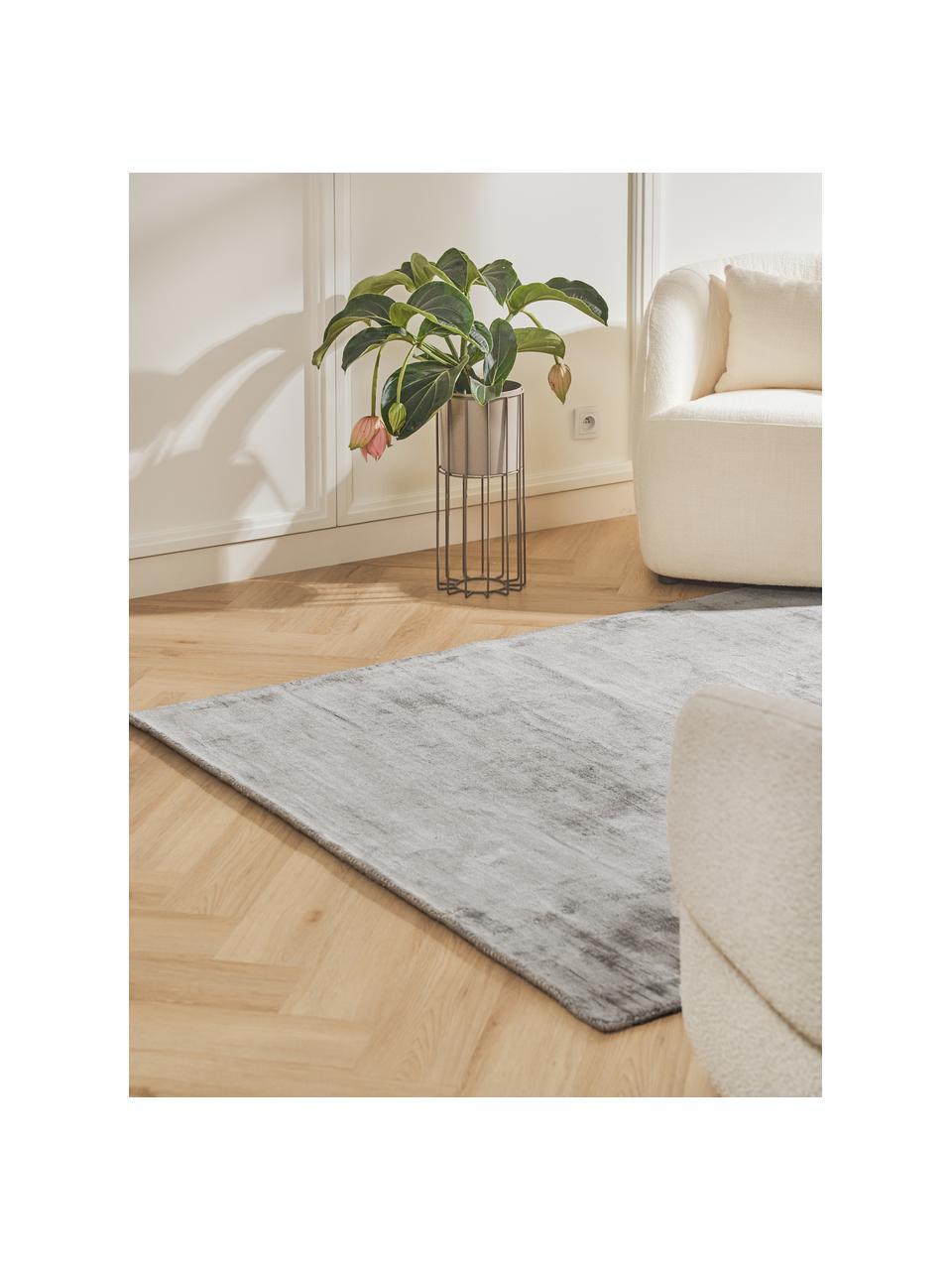 Tappeto in viscosa color grigio argento tessuto a mano Jane, Retro: 100% cotone, Grigio argento, Larg. 300 x Lung. 400 cm (taglia XL)