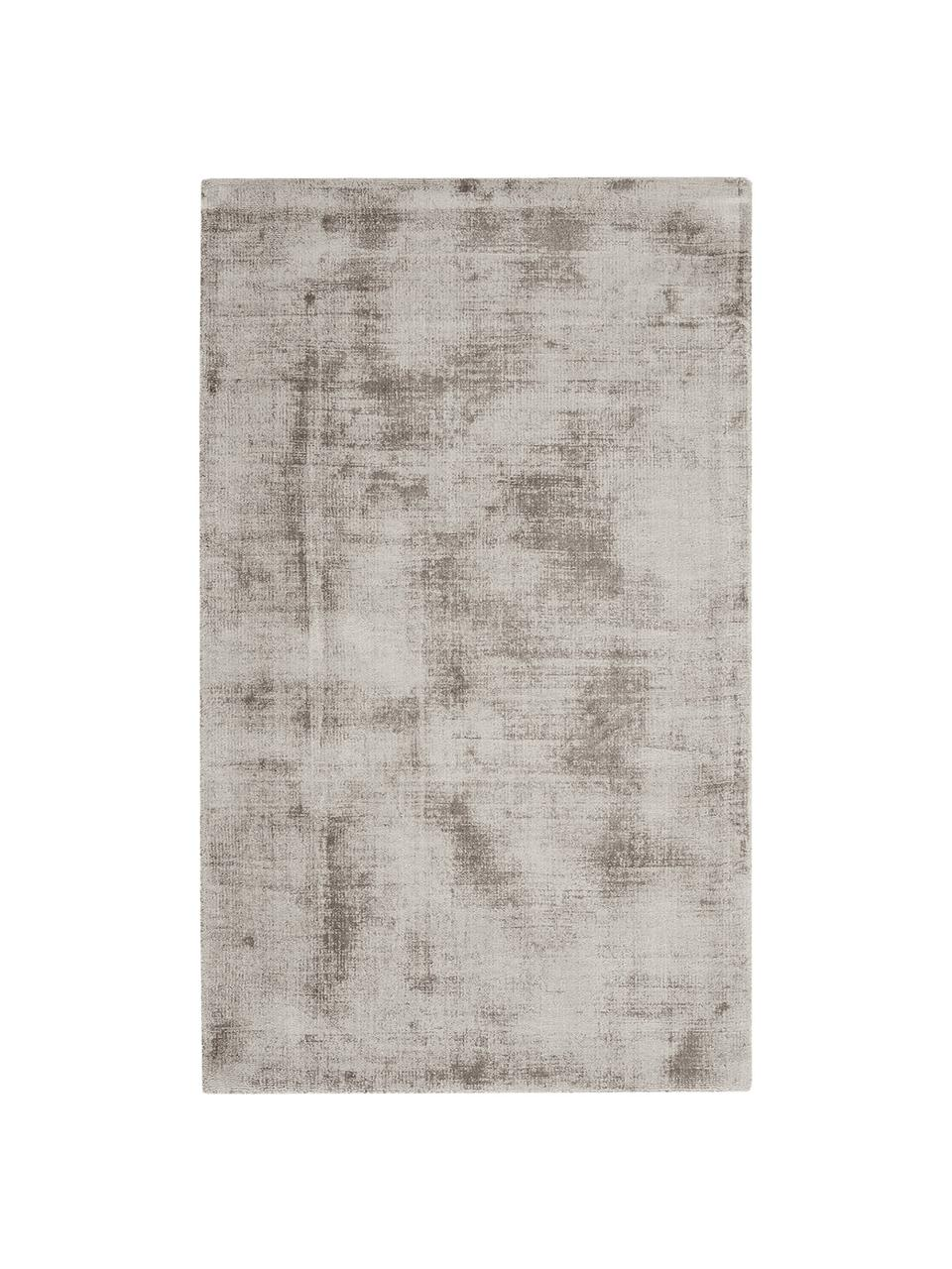 Alfombra artesanal de viscosa Jane, Parte superior: 100%viscosa, Reverso: 100%algodón, Gris pardo, An 160 x L 230 cm (Tamaño M)