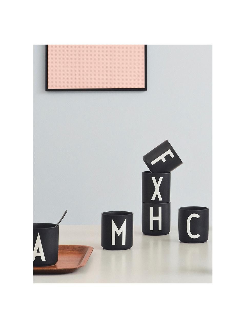 Design beker Personal met letters (varianten van A tot Z), Beenderporselein Fine Bone China is een zacht porselein, dat zich vooral onderscheidt door zijn briljante, doorschijnende glans., Mat zwart, wit, Beker T