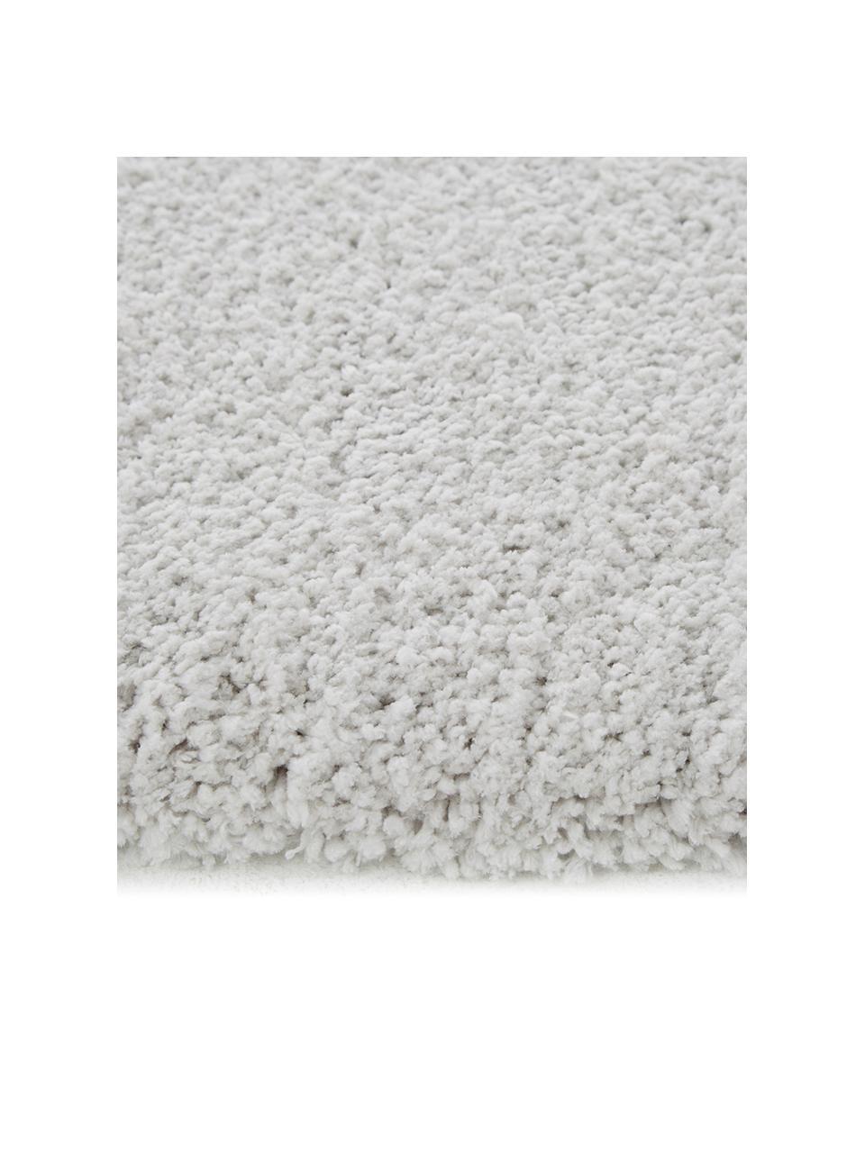 Pluizig hoogpolig vloerkleed Leighton in lichtgrijs, Bovenzijde: microvezels (100% polyest, Onderzijde: 70% polyester, 30% katoen, Lichtgrijs, B 80 x L 150 cm (maat XS)