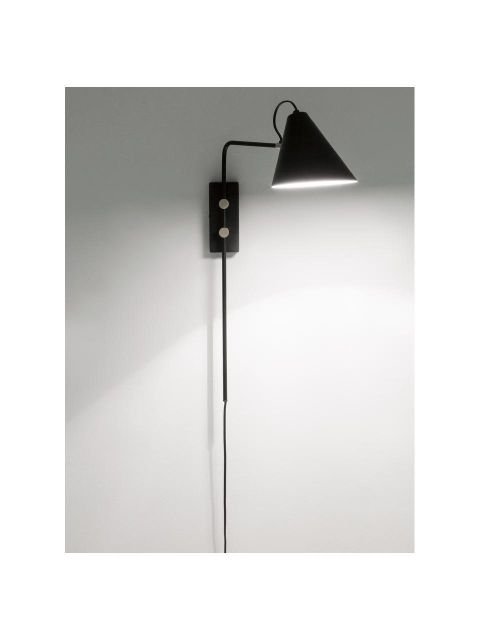 Wandleuchte Club mit Stecker, Lampenschirm: Eisen, pulverbeschichtet, Dekor: Metall, vermessigt, Leuchte: Schwarz Details: Messing, 18 x 62 cm