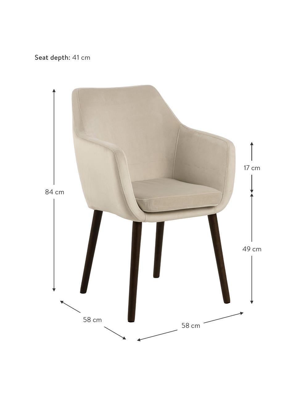 Krzesło z podłokietnikami z aksamitu Nora, Tapicerka: aksamit poliestrowy Dzięk, Nogi: drewno dębowe, bejcowane , Aksamitny beżowy, nogi: ciemny brązowy, S 58 x G 58 cm