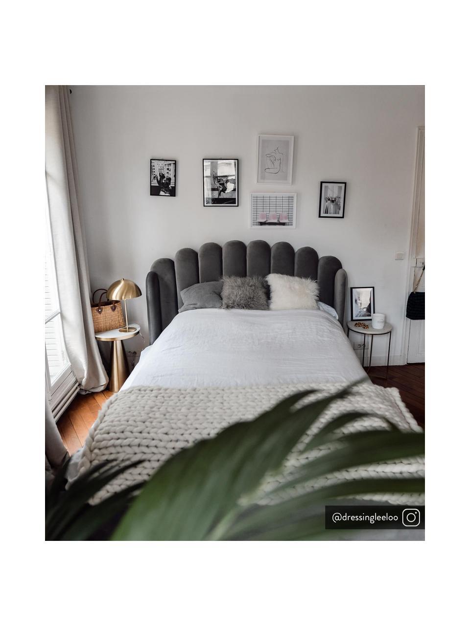 Gestoffeerd fluwelen bed Glamour in grijs, Frame: massief grenenhout, Poten: vermessingd metaal, Bekleding: fluweel (polyester), Fluweel grijs, 180 x 200 cm