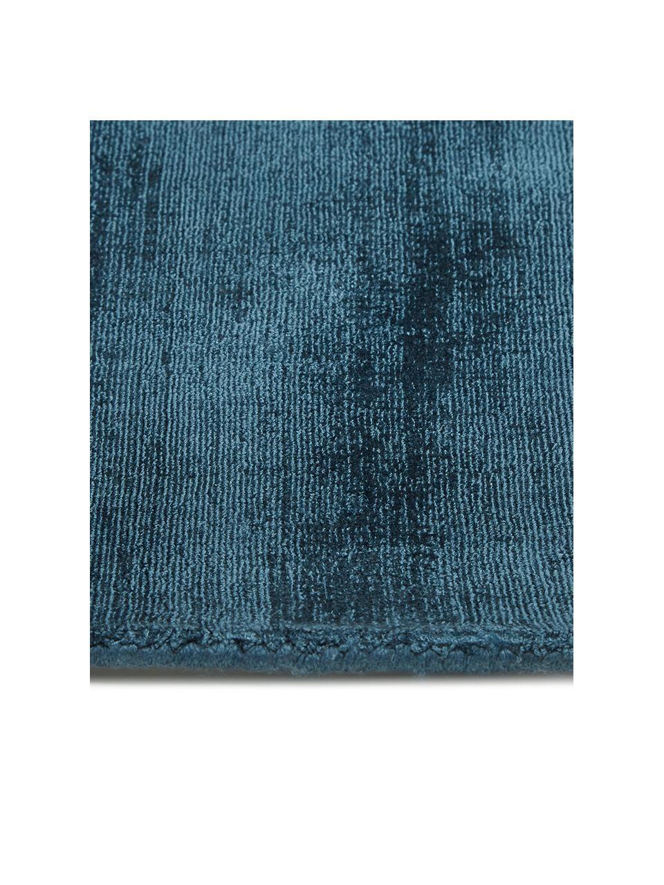 Handgeweven viscose vloerkleed Jane in donkerblauw, Bovenzijde: 100% viscose, Onderzijde: 100% katoen, Donkerblauw, B 300 x L 400 cm (Maat XL)