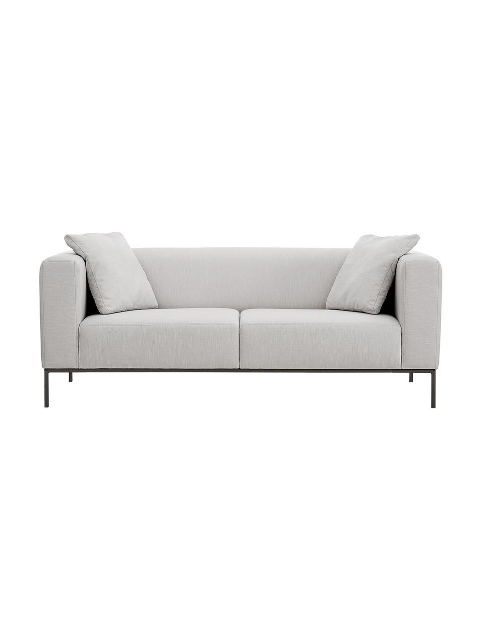 Bank Carrie (3-zits) in grijs met metalen poten, Bekleding: polyester, Frame: spaanplaat, hardboard, mu, Poten: gelakt metaal, Geweven stof grijs, B 202 x D 86 cm