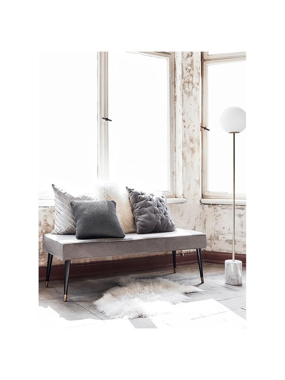 Fluwelen bank Beverly, Bekleding: fluweel (polyester), Frame: eucalyptushout, Poten: gepoedercoat metaal, Grijs, 140 x 46 cm