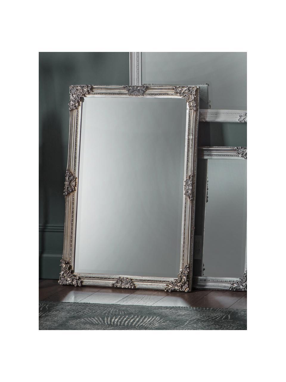 Lustro ścienne z drewnianą ramą Fiennes, Odcienie srebrnego, S 70 x W 103 cm