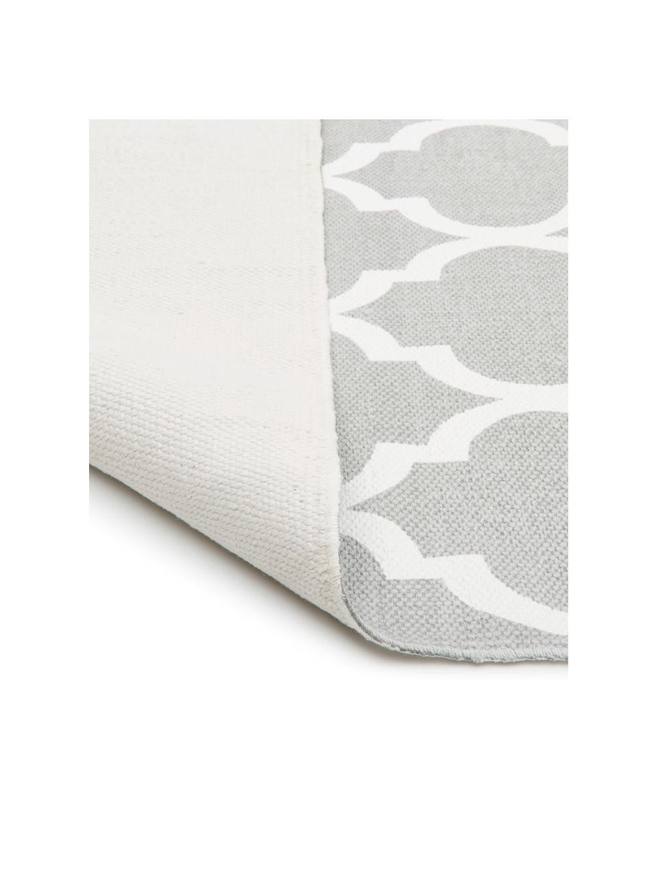 Dun katoenen vloerkleed Amira in grijs/wit, handgeweven, 100% katoen, Lichtgrijs, crèmewit, B 120 x L 180 cm (maat S)