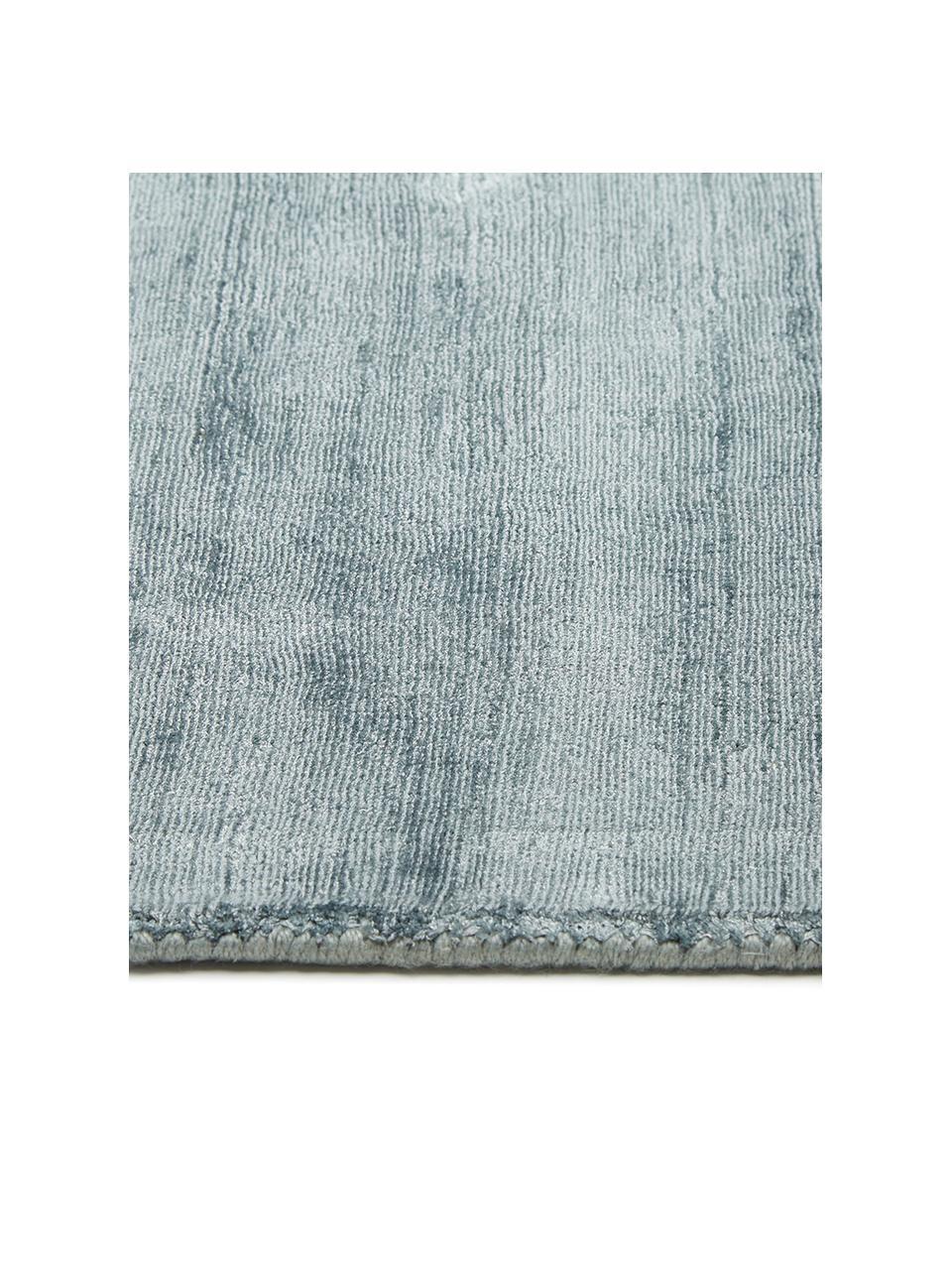 Tappeto in viscosa blu ghiaccio tessuto a mano Jane, Retro: 100% cotone, Blu ghiaccio, Larg. 200 x Lung. 300 cm (taglia L)