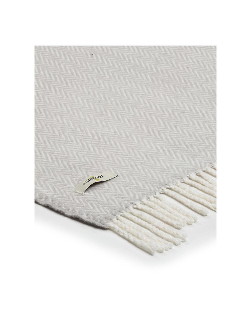 Gemustertes Plaid Skyline in Hellgrau mit Fransenabschluss, 50% Baumwolle, 50% Acryl, Hellgrau, Gebrochenes Weiß, 140 x 180 cm