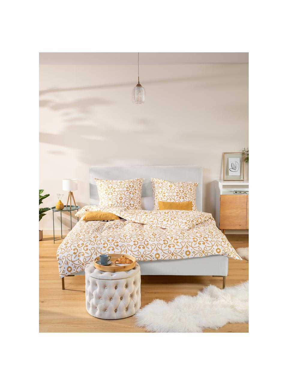 Gestoffeerd bed Peace in beige, Frame: massief grenenhout en pla, Bekleding: polyester (gestructureerd, Poten: gepoedercoat metaal, Geweven stof beige, 180 x 200 cm