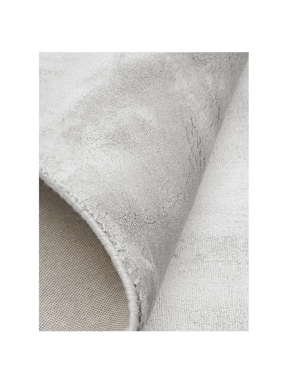Glanzend viscose vloerkleed Grace in premium kwaliteit, extra zacht, Bovenzijde: 100% viscose, Onderzijde: 100% polyester, Grijs, B 200 x L 300 cm (maat L)