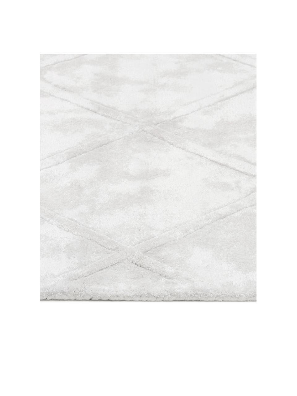 Handgetuft viscose vloerkleed Shiny in crèmekleur met ruitjesmotief, Bovenzijde: 100% viscose, Onderzijde: 100% katoen, Crèmekleurig, B 120 x L 180 cm (maat S)
