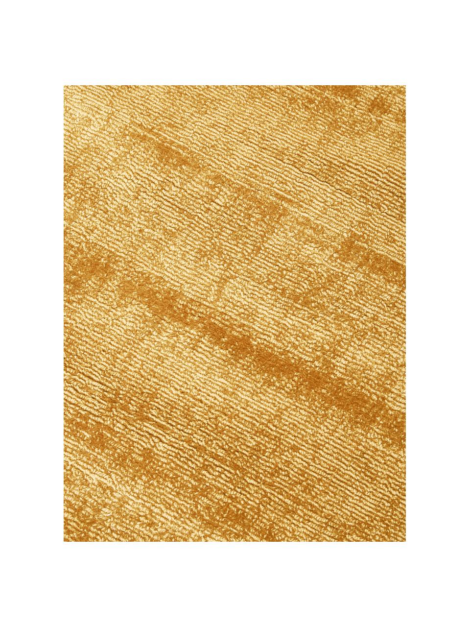 Handgeweven viscose vloerkleed Jane in mosterdgeel, Bovenzijde: 100% viscose, Onderzijde: 100% katoen, Mosterdgeel, B 80 x L 150 cm (maat XS)