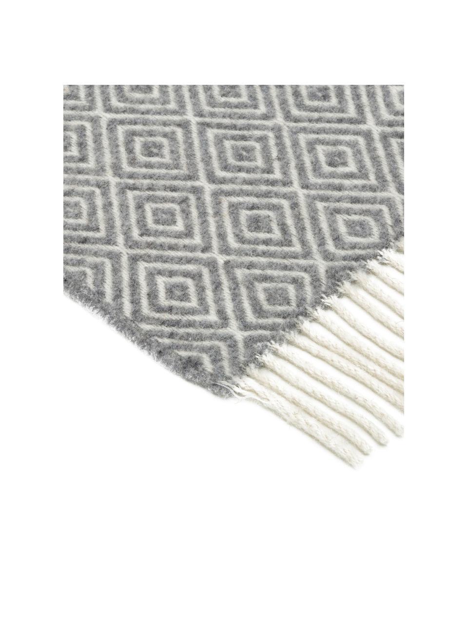 Wolldecke Alison mit feinem grafischem Muster, 80% Merinowolle, 20% Nylon, Gebrochenes Weiß, Hellgrau, 140 x 200 cm