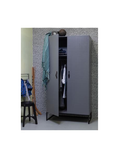 Kledingkast Morris in grijs, Frame: massief grenenhout, gelak, Frame: gelakt metaal, Handvatten: leer, Grijs, 100 x 195 cm