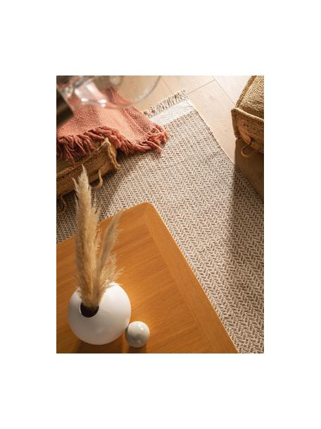 Handgewebter Wollteppich Kim in Beige/Creme, mit Fransen, 80% Wolle, 20% Baumwolle  Bei Wollteppichen können sich in den ersten Wochen der Nutzung Fasern lösen, dies reduziert sich durch den täglichen Gebrauch und die Flusenbildung geht zurück., Beige, Creme, B 80 x L 120 cm (Größe XS)