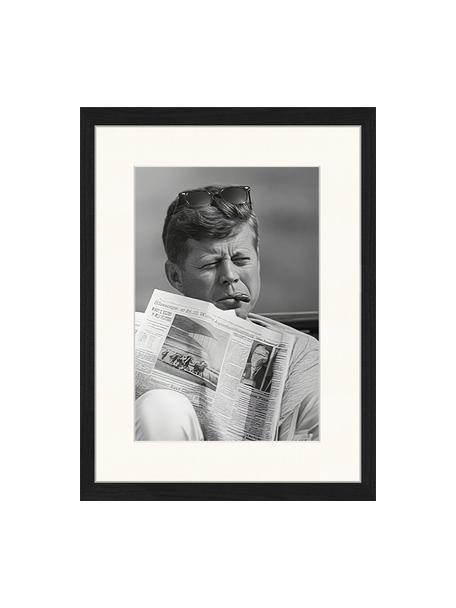 Gerahmter Digitaldruck The Newspaper, Bild: Digitaldruck auf Papier, , Rahmen: Holz, lackiert, Front: Plexiglas, Schwarz, Weiß, 33 x 43 cm