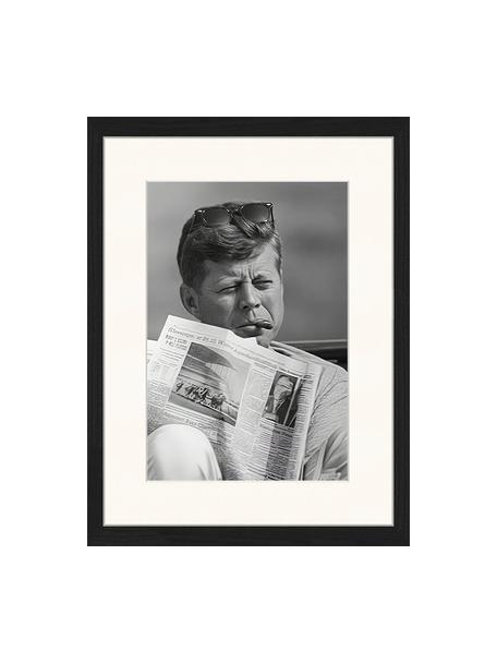 Stampa digitale incorniciata The Newspaper, Immagine: stampa digitale su carta,, Cornice: legno, verniciato, Nero, bianco, Larg. 33 x Alt. 43 cm