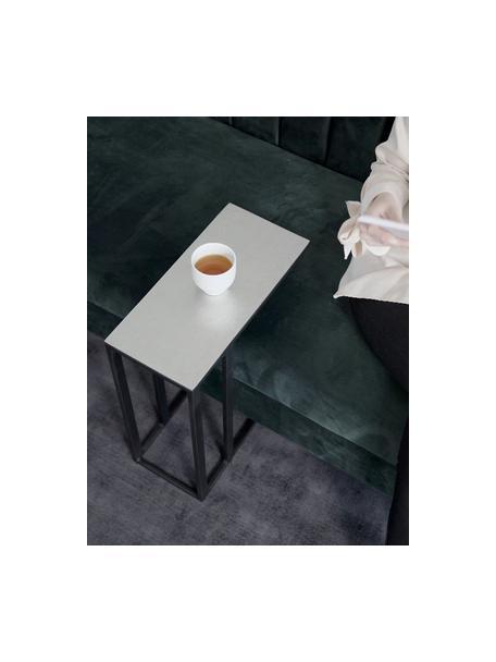 Bijzettafel Edge in industrieel ontwerp, Tafelblad: gecoat metaal, Frame: gepoedercoat metaal, Tafelblad: zilverkleurig met antieke afwerking Frame: mat zwart, 45 x 62 cm