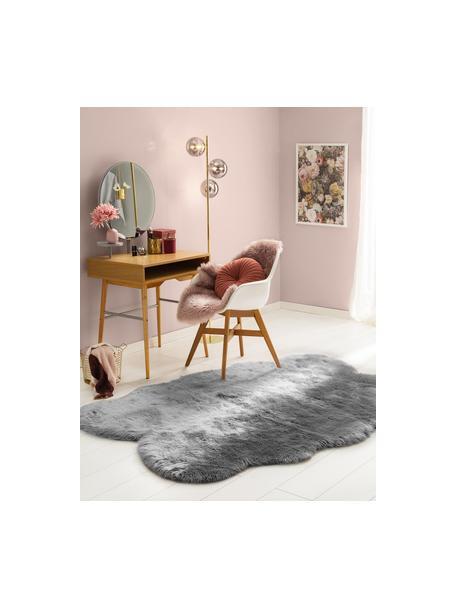 Pluizige imitatie schapenvacht Elmo in grijs, glad, Bovenzijde: 50% acryl, 50% polyester, Onderzijde: polyester, Grijs, B 140 x L 200 cm (maat S)