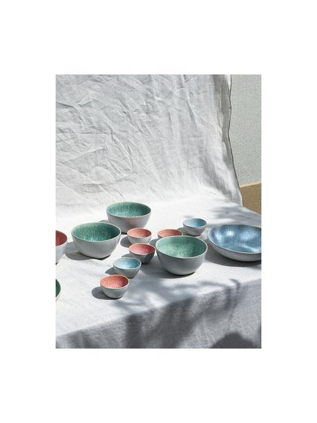 Handbemalte Servierschale Areia mit reaktiver Glasur, Ø 22 cm, Steingut, Hellblau, Gebrochenes Weiß, Hellbeige, Ø 22 x H 5 cm