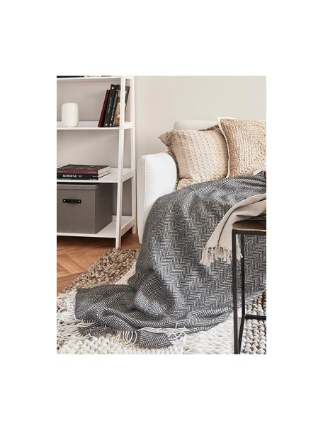 Plaid in lana merino con motivo a zigzag Aubrey, 80% lana merino, 20% nylon, Antracite, bianco latteo, Larg. 140 x Lung. 200 cm