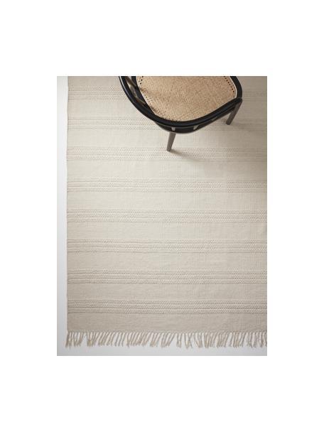 Tappeto in cotone a righe tono su tono con frange Tanya, 100% cotone, Greige, Larg. 70 x Lung. 150 cm (taglia XS)