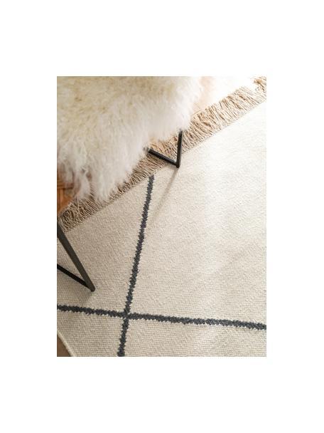 Tappeto kilim tessuto a mano con motivo a rombi e frange Vince, 90% lana, 10% cotone Nel caso dei tappeti di lana, le fibre possono staccarsi nelle prime settimane di utilizzo, questo e la formazione di lanugine si riducono con l'uso quotidiano, Color avorio, grigio scuro, Larg. 80 x Lung. 120 cm (taglia XS)