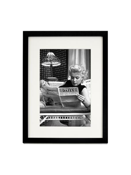 Ingelijste digitale print Marilyn Monroe Reading, Afbeelding: digitale print op papier,, Lijst: gelakt hout, Afbeelding: zwart, wit. Lijst: zwart, 33 x 43 cm