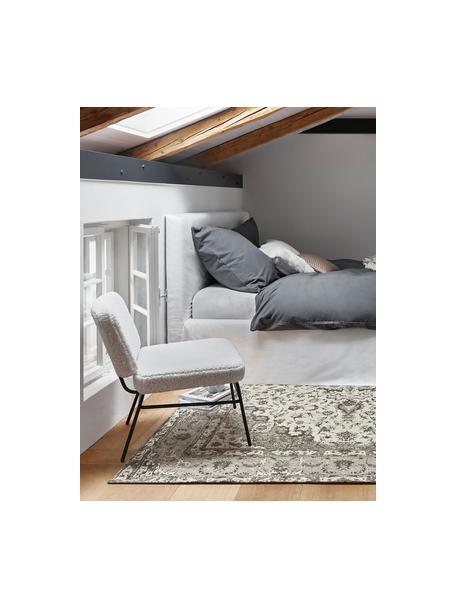 Teddy-gestoffeerde stoel Malte in wit, Bekleding: polyester (teddyvacht), Poten: gepoedercoat metaal, Bekleding: crèmewit. Poten: mat zwart, B 58 x D 71 cm