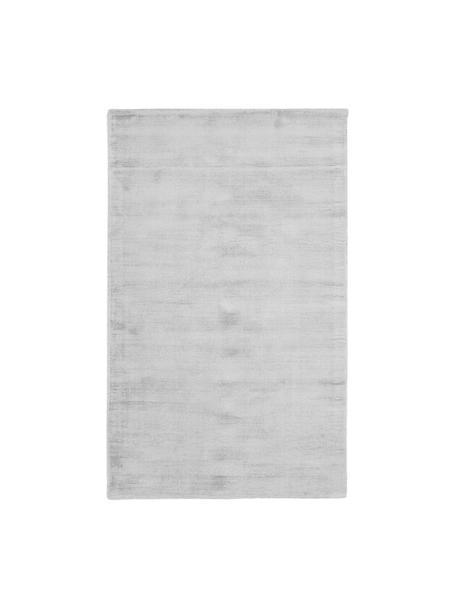 Tappeto in viscosa color grigio argento tessuto a mano Jane, Vello: 100% viscosa, Retro: 100% cotone, Grigio argento, Larg. 90 x Lung. 150 cm (taglia XS)