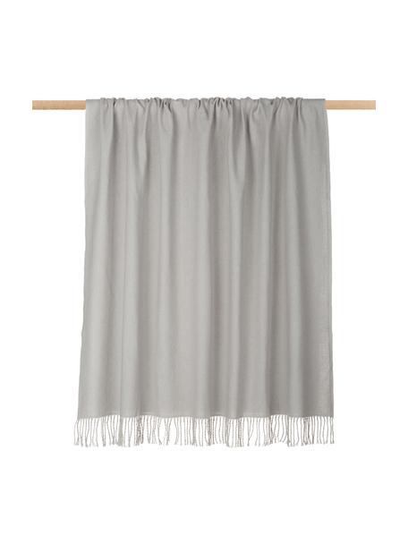 Coperta in cotone grigio chiaro con frange Madison, 100% cotone, Grigio chiaro, Larg. 140 x Lung. 170 cm