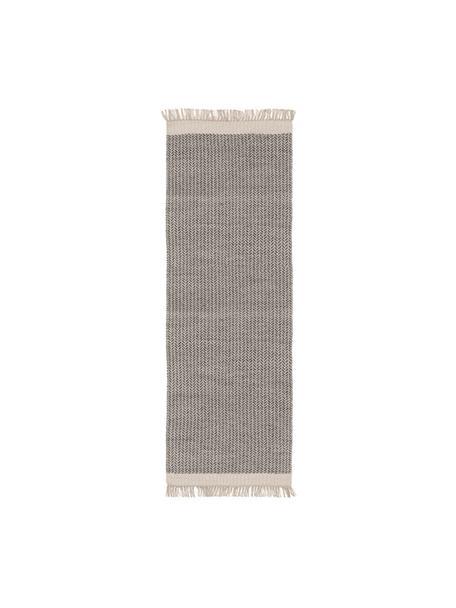 Handgewebter Wollläufer Kim in Grau/Creme, mit Fransen, 80% Wolle, 20% Baumwolle  Bei Wollteppichen können sich in den ersten Wochen der Nutzung Fasern lösen, dies reduziert sich durch den täglichen Gebrauch und die Flusenbildung geht zurück., Grau, Creme, 70 x 200 cm