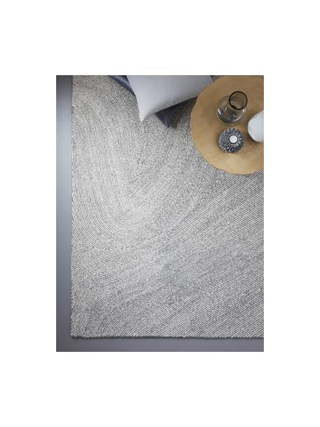Großer handgewebter Teppich Canyon mit wellenförmiger Musterung in Grau/Weiß, 51% Polyester, 49% Wolle, Grau, B 160 x L 230 cm (Größe M)