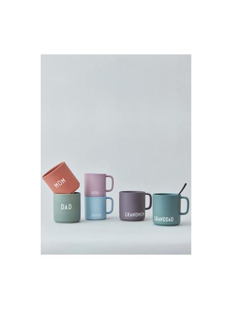 Design Kaffeetasse Favourite GRANDMOM/LOVE mit unterschiedlichen Schriftzug auf Vorder- & Rückseite, Fine Bone China (Porzellan) Fine Bone China ist ein Weichporzellan, das sich besonders durch seinen strahlenden, durchscheinenden Glanz auszeichnet., Dunkellila, matt, Weiss, Ø 10 x 9 cm