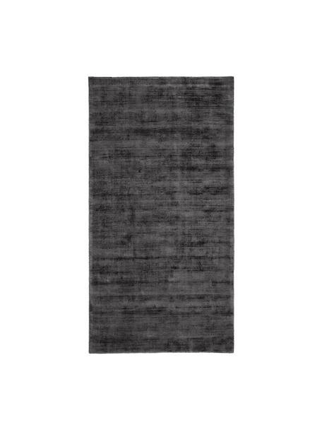 Handgeweven viscose vloerkleed Jane in antraciet-zwart, Bovenzijde: 100% viscose, Onderzijde: 100% katoen, Antraciet-zwart, B 80 x L 150 cm (maat XS)